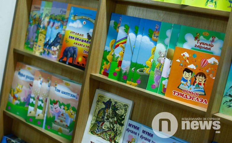 Хүүхдийн ном 30-60 хувийн хямдралтай худалдаалж байна