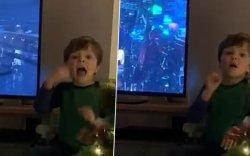 Дөрвөн настай хүү нь сонсголын бэрхшээлтэй аав ээждээ кино тайлбарлажээ