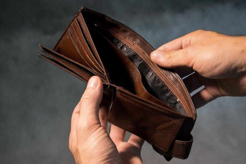 Хотын өрхийн 13 хувь эхнэрийн цалингаар амьдарч байна