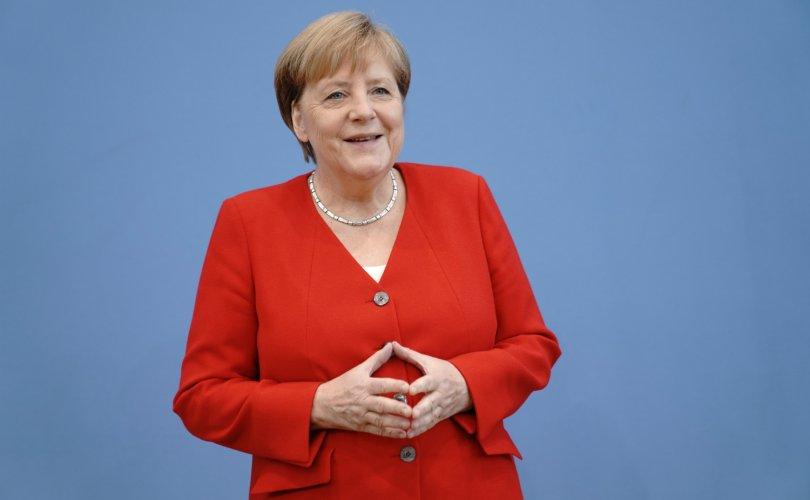 Ангела Меркель 9 дэх жилдээ оны нөлөө бүхий эмэгтэйгээр тодорчээ