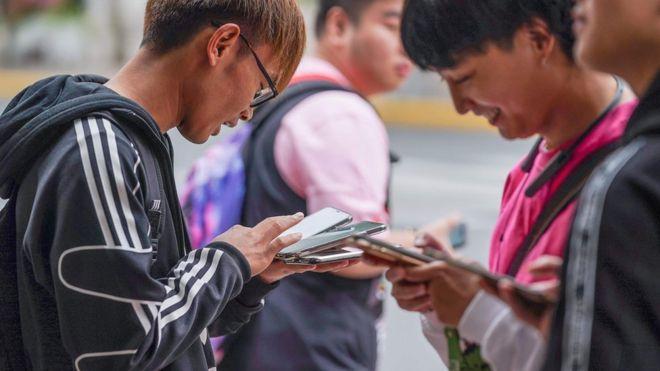 Хятадад гар утас хэрэглэгчдийг царайгаар нь бүртгэнэ