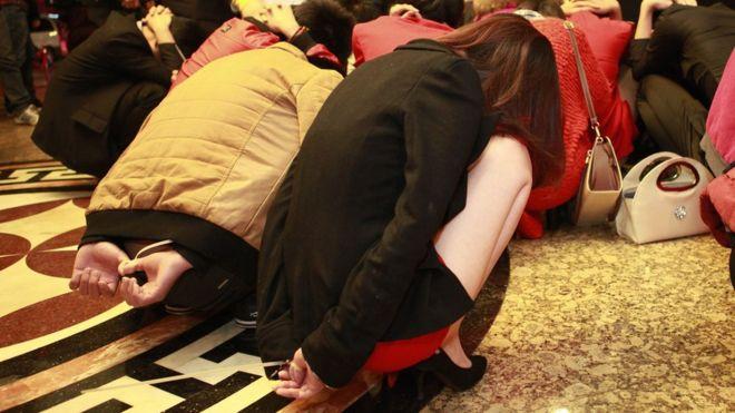 Хятад биеэ үнэлэгчдийг шийтгэх системээ зогсоолоо