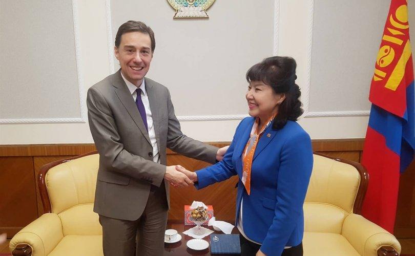 """""""Эмэгтэйчүүдийн улс төрийн оролцоог дэмжих нь Монголын ардчиллын төлөвшилд чухал"""""""