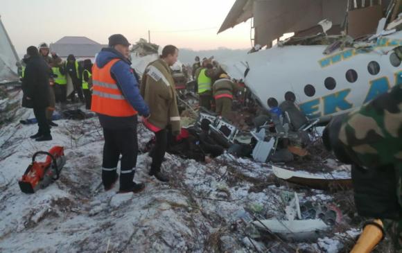 Казахстан: 100 хүнтэй нисэх онгоц осолджээ