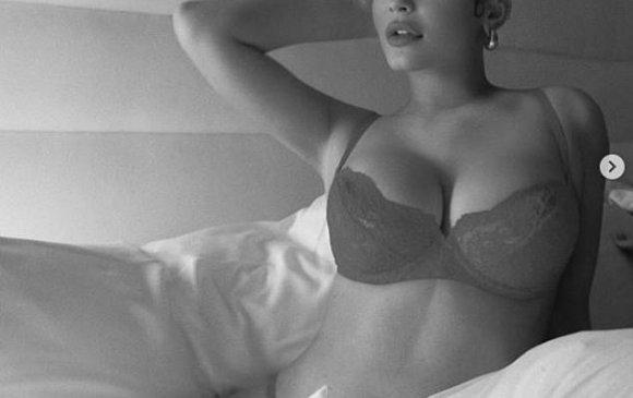Кайли Жэннэр оны сүүлийн дотуур хувцастай зургаа нийтэллээ