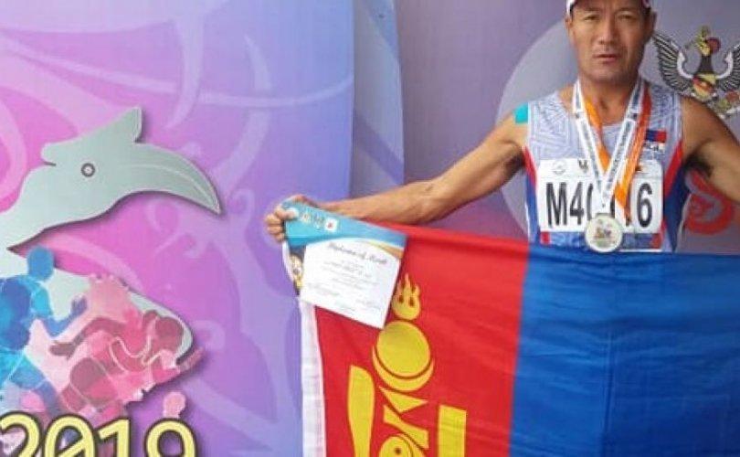 Ази тивийн аварга шалгаруулах тэмцээнээс мөнгөн медаль хүртэв