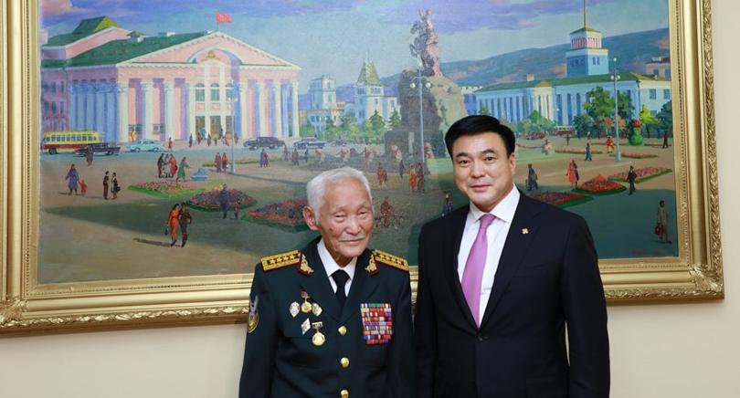 Хотын захирагч Москвад хурандаа генерал С.Лувсангомбод хүндэтгэл үзүүлэв