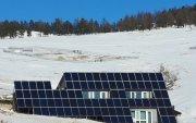 Өрхийн цахилгааны хэрэглээгээ хангах нарны үүсгүүртэй байшин