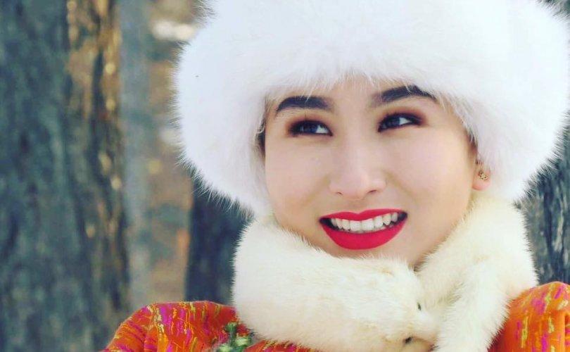С.Нинжин: Би Ардын жүжигчин Д.Самбуугийн охин гэдгээ хэлээгүй