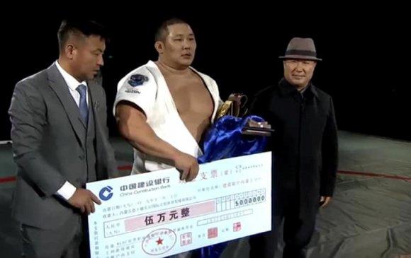"""Монгол Улсын аварга Н.Батсуурь """"Алтан бүс""""-ийн эзэн боллоо"""