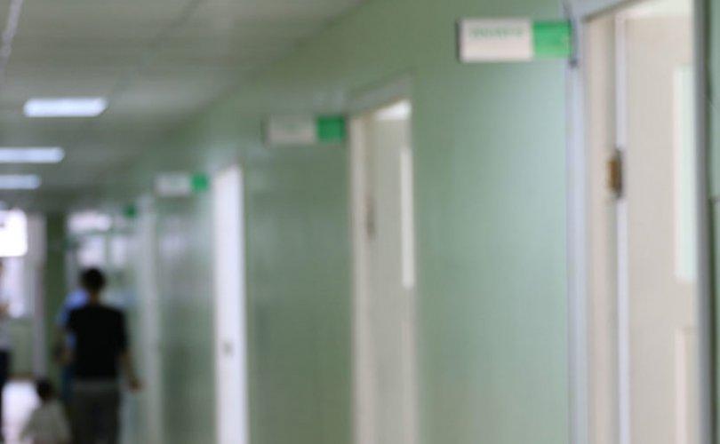 Гар ариутгагч уусны улмаас эмнэлэгт хүргэгджээ