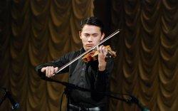 Дэлхийн сонгодог урлагийн тайзнаа гялалзах Монгол хийлч