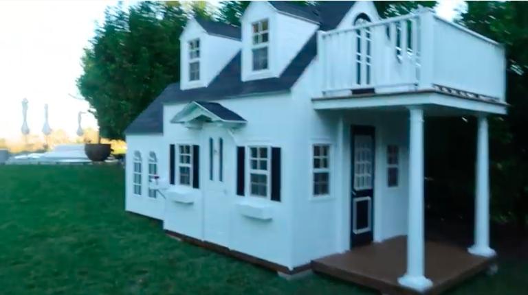 Кайли Жэннэрийн охинд тоглоомон байшин бэлэглэлээ
