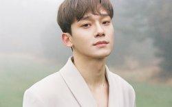 """""""EXO"""" хамтлагийн Чен олны танил бус бүсгүйтэй гэрлэнэ"""