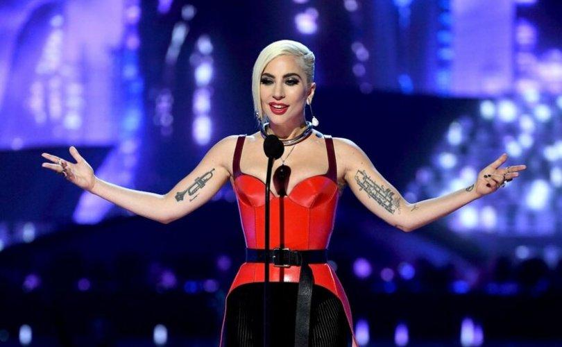 Дуучин Лэди Гага ээж болно