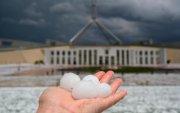 Австралид гольфийн бөмбөгийн чинээ мөндөр оржээ