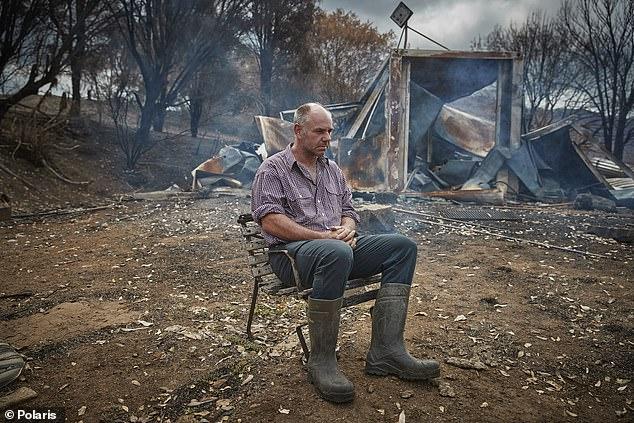 Австрали бүхнээ алдсан иргэдээсээ их хэмжээний мөнгө нэхэж байна