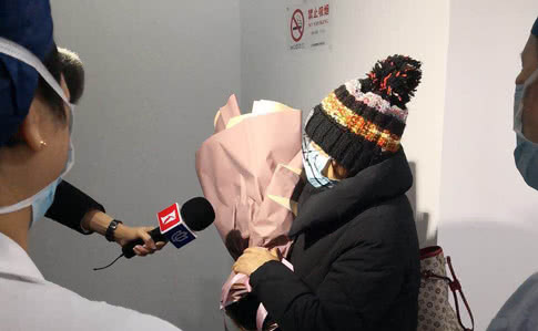 Коронавирүсээр халдварласан өвчтөн эдгэж, эмнэлгээс гарчээ