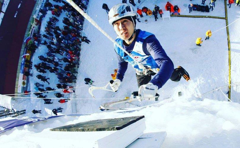 Мөсөн авиралтын алтан медалийн эзэд эх орондоо иржээ
