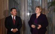 Ерөнхийлөгч Х.Баттулга, Норвегийн Хаант Улсын Ерөнхий сайд Эрна Солберг нар сэтгүүлчдэд мэдээлэл өгөв