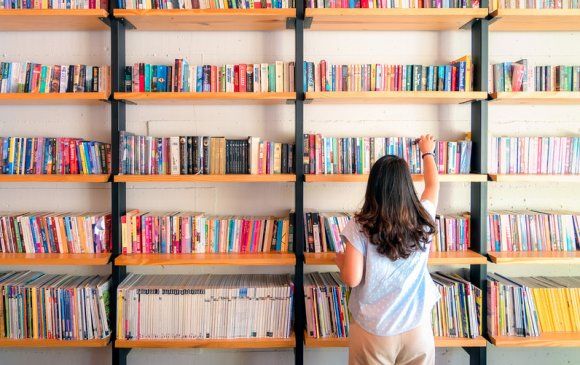Америкчууд кинотеатраас илүү номын санд очдог