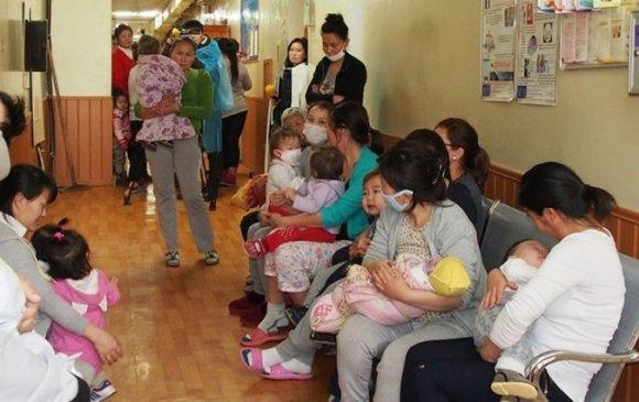 Тав хүртэлх насны хүүхдээ асарч буй эцэг, эхэд 3-5 хоногийн цалинтай чөлөө олгоно