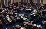Импичмент: Сенаторууд бохь зажилж, унтаж байна