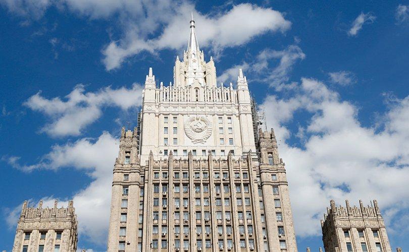Оросын дипломат алба түүхэн үнэнийг гуйвуулж байгаатай тэмцэж буй нь