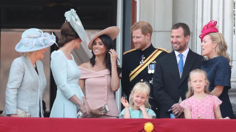 Хатан хааны ууган зээ Петер Филлипс гэргийгээсээ сална