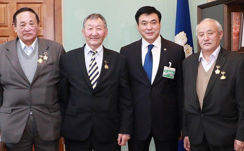Монгол Улсын хөдөлмөрийн баатруудын төлөөлөл Хотын даргатай уулзлаа