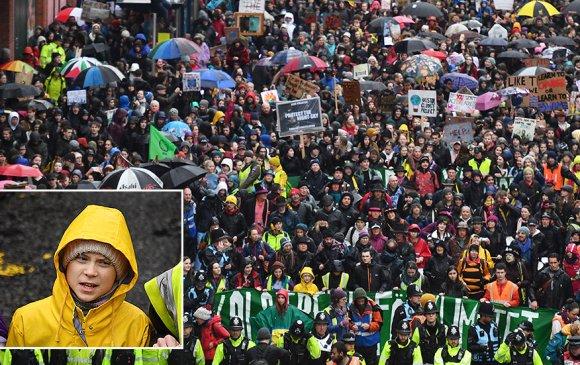 Гретагийн дуудлагаар мянга мянган хүүхэд гудамжинд цуглаж байна