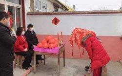 Хятад хосын зочидгүй хуримын ёслол хоёрхон минут үргэлжилжээ