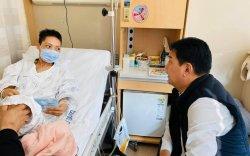 Ж.Ганбаатар гишүүн хорт хавдартай тэмцэж буй Б.Мөнхтуяаг эргэж очжээ