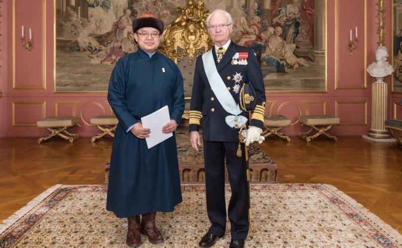 Элчин сайд Т.Жанабазар Шведийн Цог Жавхлант Хаанд итгэмжлэх жуух бичгээ өргөн барив