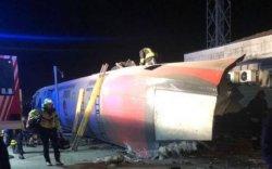 Италид хурдны галт тэрэг замаасаа гарч, хоёр хүний амь хохирчээ