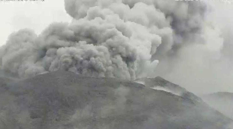 Японы Шиндакэ галт уул дахин оргилжээ