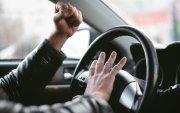 Эрдэмтэд: Үнэтэй машин унадаг хүмүүс бол хөгийн амьтад