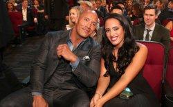 WWE: Дуэйн Жонсоны охин мэргэжлийн бөхийн гэрээ байгууллаа