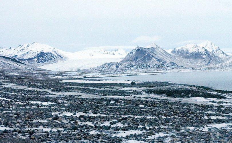 Норвег улсыг Шпицбергенийн гэрээг зөрчсөн гэж ОХУ буруутгав