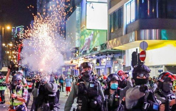 Хонгконгийн жагсагчид дахин жагсав