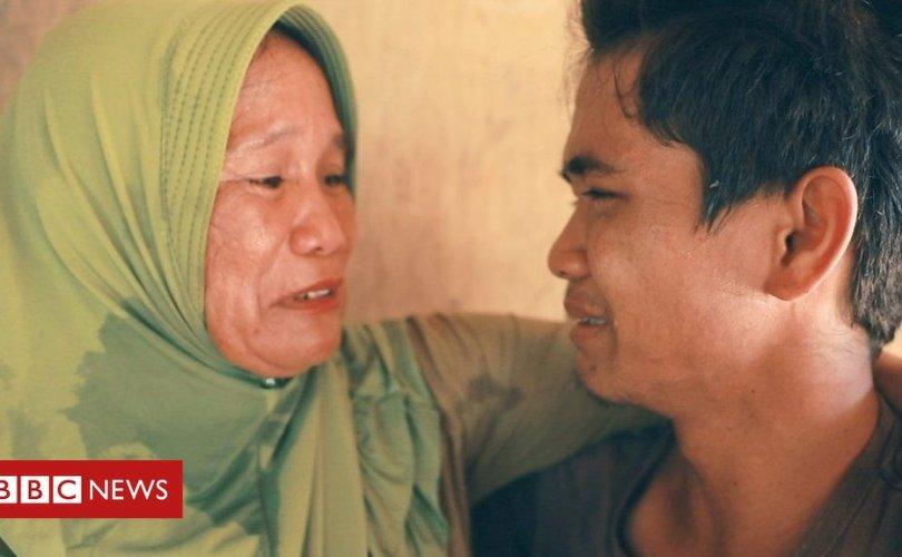 Нас барсан гэж бодож явсан хүүтэйгээ 15 жилийн дараа дахин уулзжээ