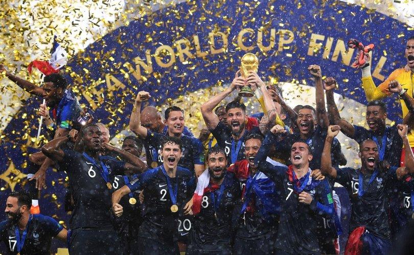 Хөлбөмбөгийн 2018 оны ДАШТ-ний баримтат кино нээлтээ хийжээ