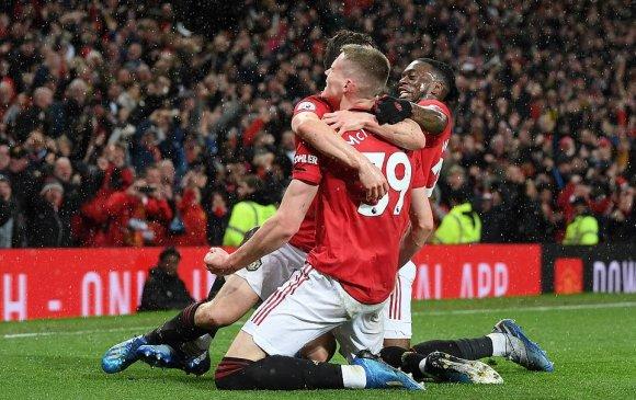 Манчестерийн дербид Юнайтед илүүрхэв
