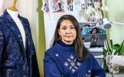Холливудын оддын хувцсыг урладаг монгол бүсгүй