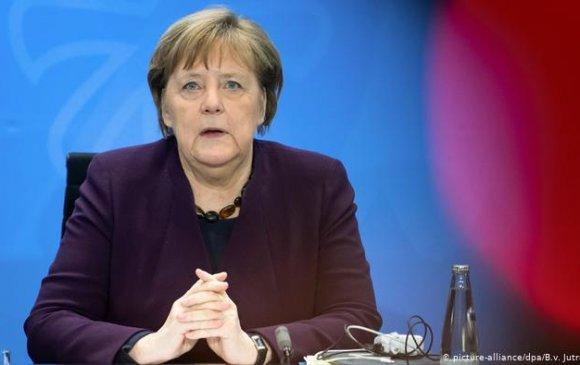 Ангела Меркелийн эхний шинжилгээний хариу сөрөг гарчээ