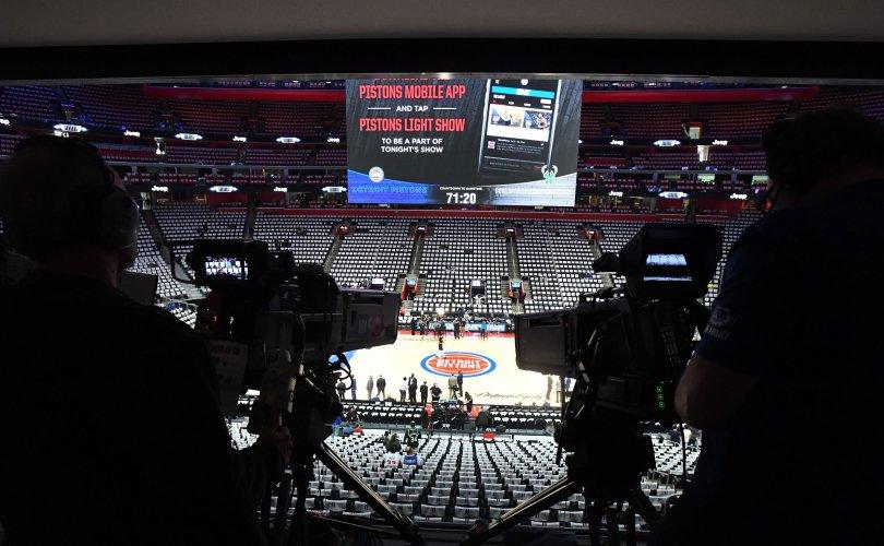 NBA-ийн тоглолт дамжуулсан зураглаач covid-19-ийн халдвар авчээ