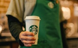 Starbucks хөл хорионд байгаа ажилчдынхаа цалинг бүтэн олгоно
