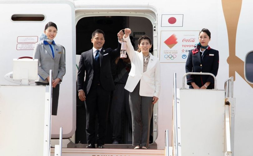 Токио-2020 олимпийн галт бамбар Япон улсад газардлаа