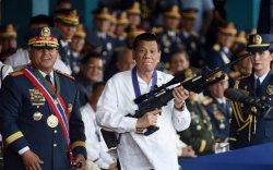 Филиппиний Ерөнхийлөгч ард иргэдээ өөрт нь хүрэхийг хориглолоо