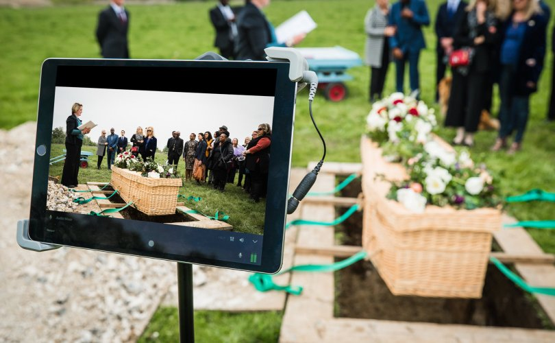 Америкчуудыг оршуулгын ёслолоо онлайнаар хийхийг уриалав